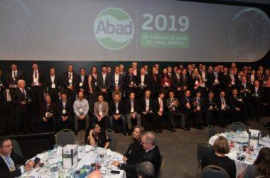 ABAD premia os melhores do setor atacadista distribuidor.